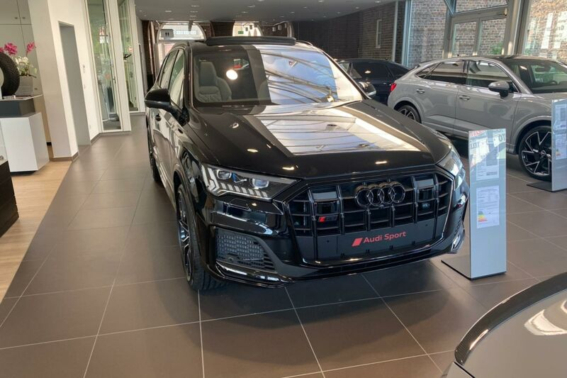 SQ7 Front